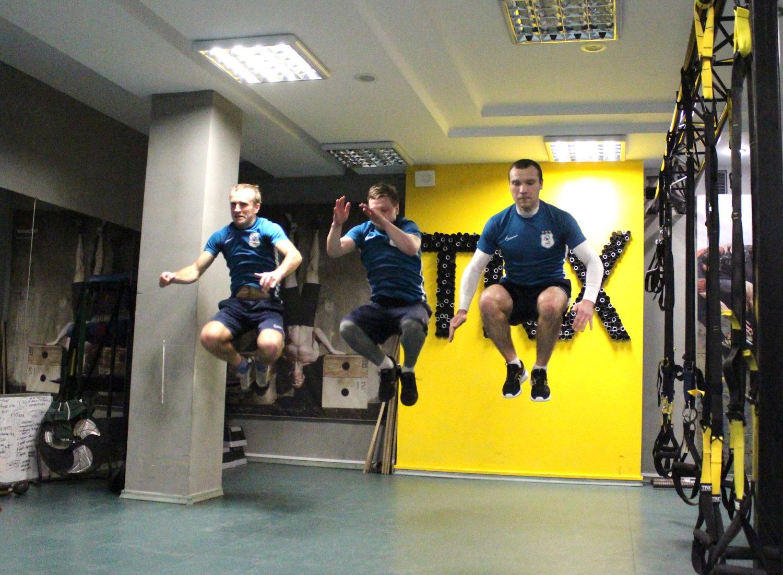 Зміцнюємо тіло, стрибаємо і працюємо над фізухою (ФОТО)