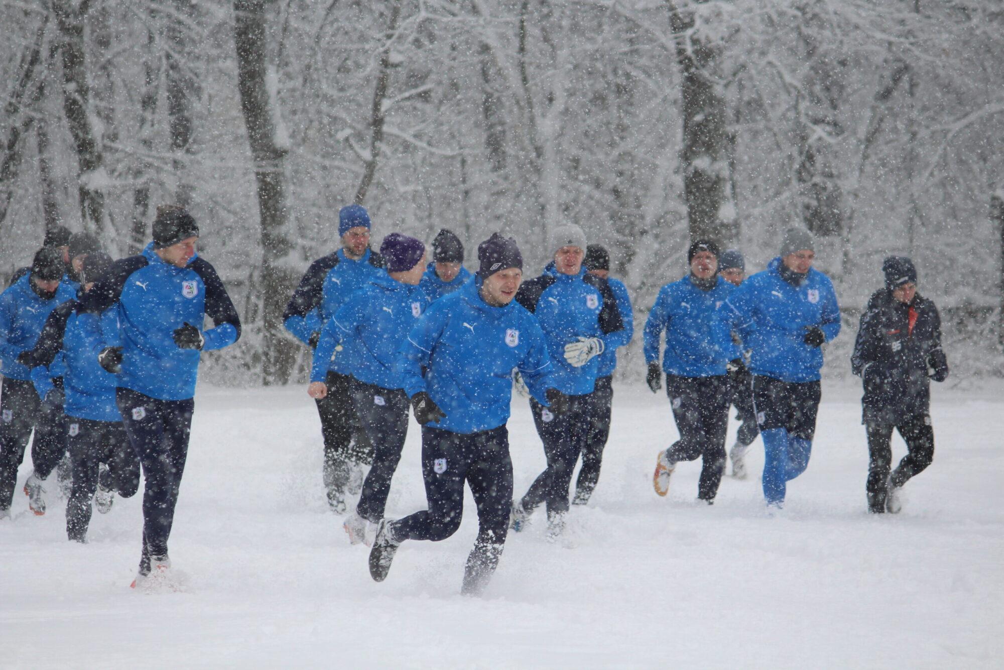 Снігова казка перед Меморіалом Макарова