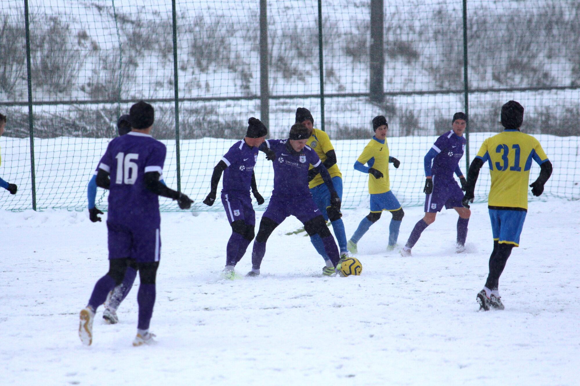 Зіграли перший матч на Меморіалі Макарова